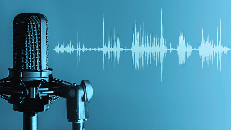 Hypermotion Dubai - Podcasts microphone and sound waves